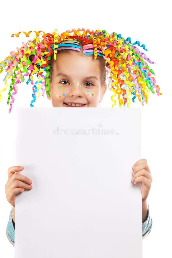 拿着海报的愉快的快乐的小女孩 库存照片