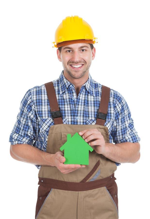 拿着温室模型的确信的男性建造者 库存照片