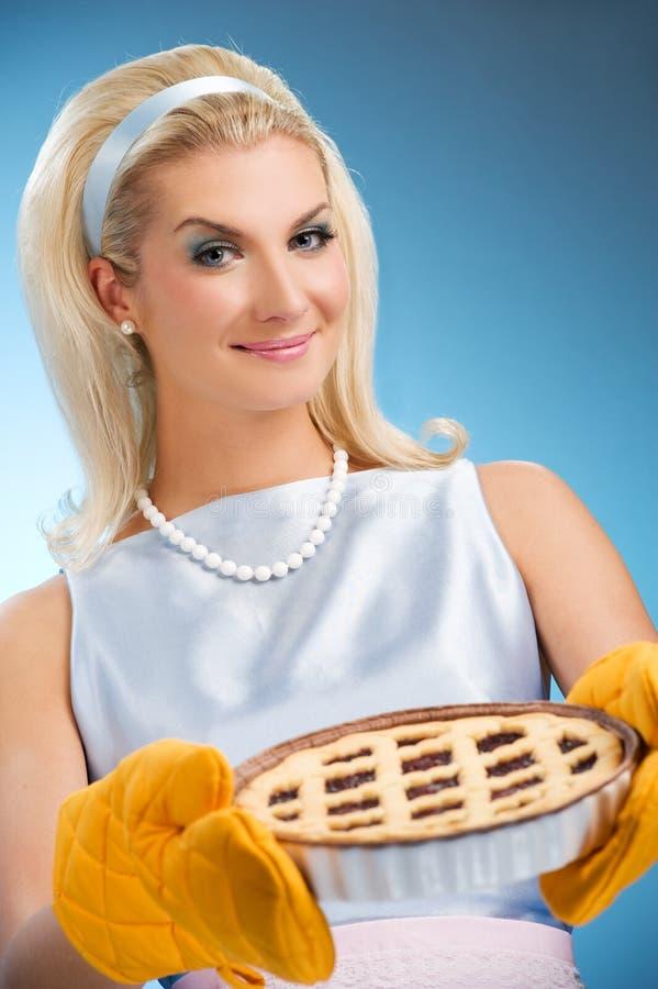 拿着热意大利饼妇女 库存图片