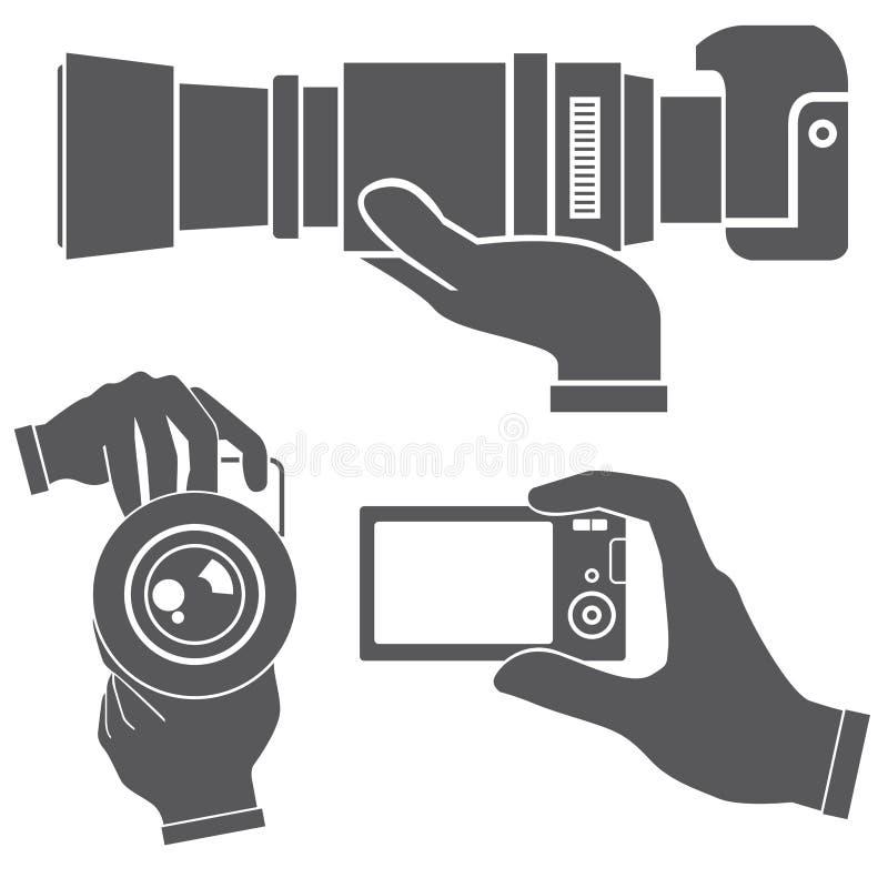 拿着照相机的手 库存例证