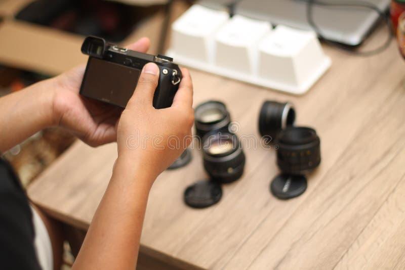 拿着照相机,版本9 免版税库存照片