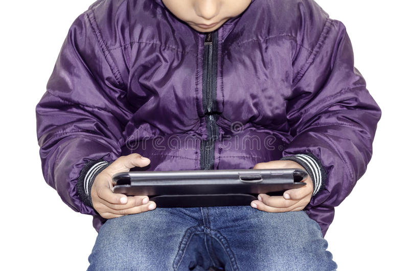 拿着片剂个人计算机的孩子 免版税库存图片