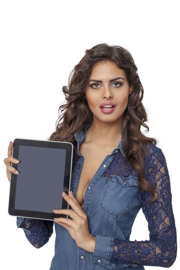 拿着片剂计算机的一个年轻和愉快的女孩被隔绝 免版税库存图片