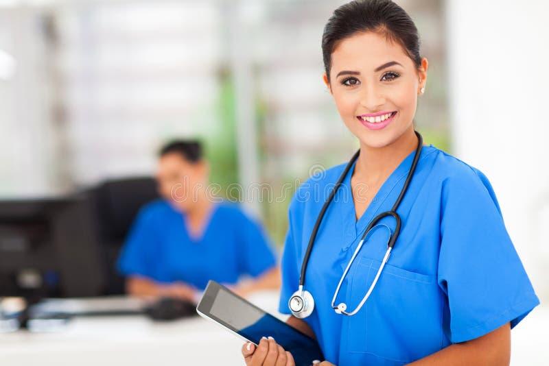 女性护士片剂 免版税库存图片