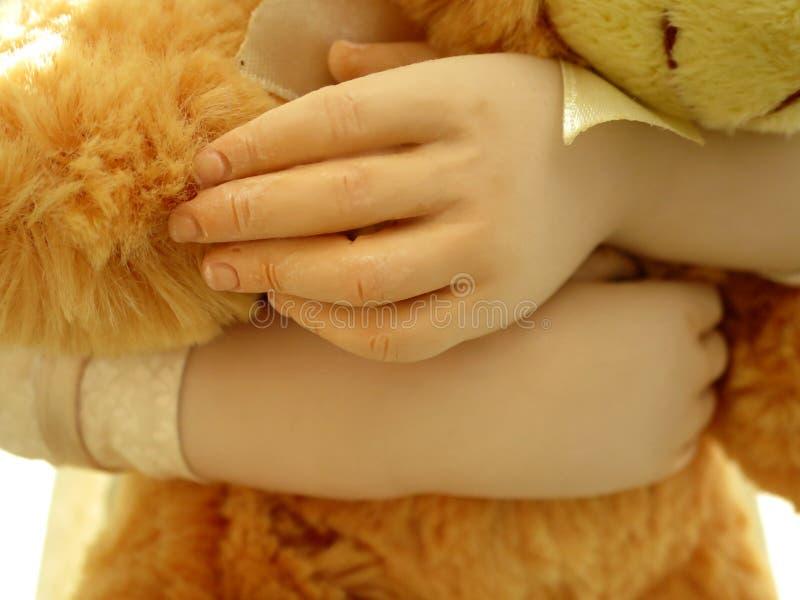 拿着玩具熊的玩偶 图库摄影