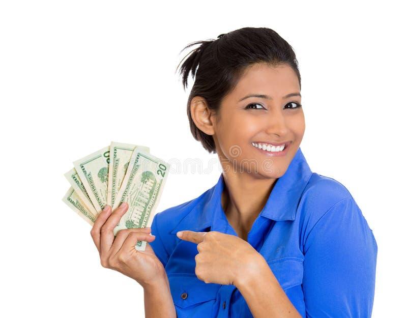 拿着现金的激动的妇女 免版税库存图片