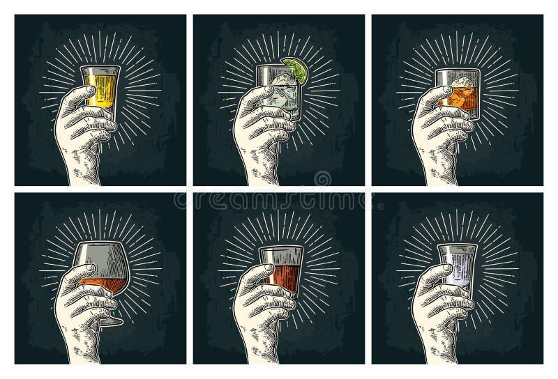 拿着玻璃白兰地酒,龙舌兰酒,杜松子酒,伏特加酒,兰姆酒,威士忌酒的男性手 库存例证