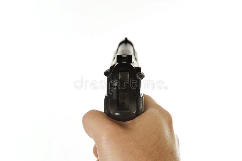 拿着生火枪的男性手瞄准在白色背景POV隔绝的主观观点 库存图片