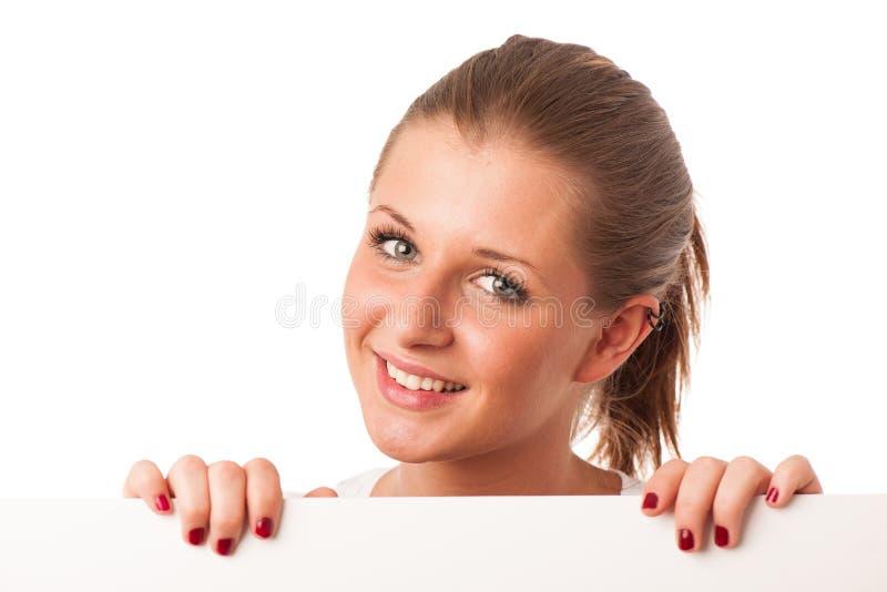 拿着白板的可爱的少妇 免版税库存照片
