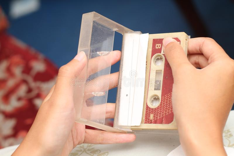 拿着盒式磁带照片,版本9 图库摄影