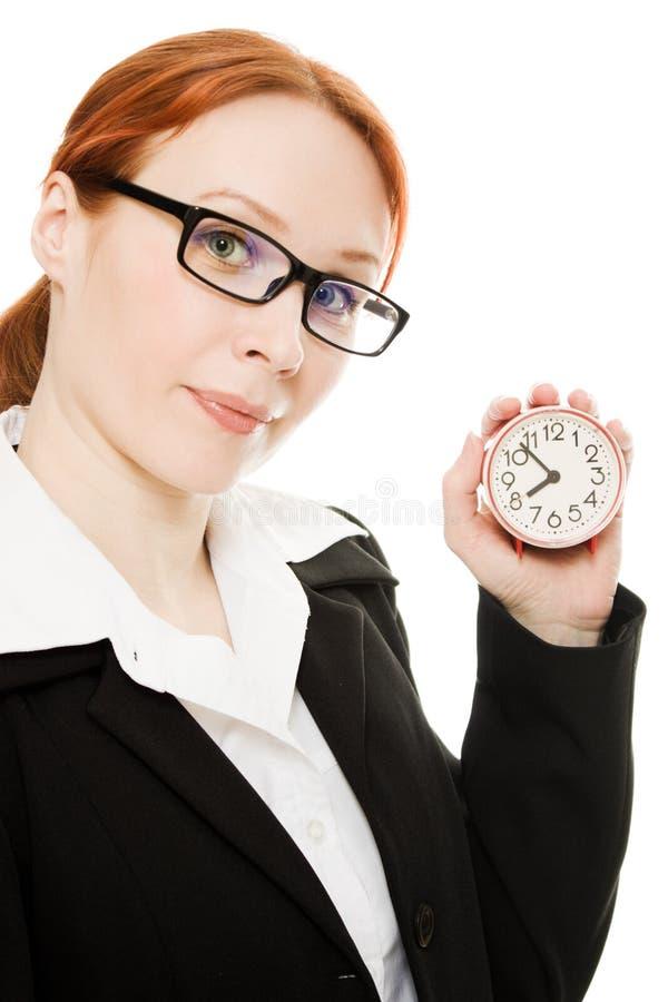 拿着相当微笑的妇女的时钟 免版税库存照片