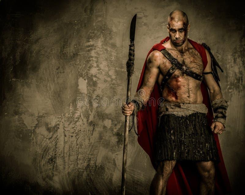 拿着矛的受伤的争论者 免版税库存图片