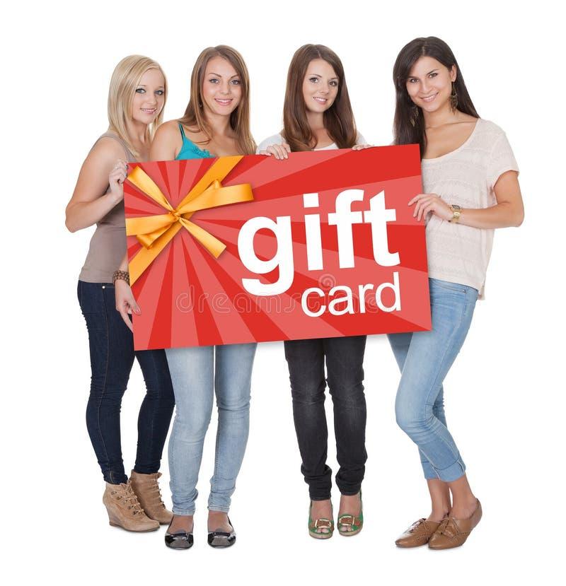 拿着礼品券的小组妇女 免版税库存图片