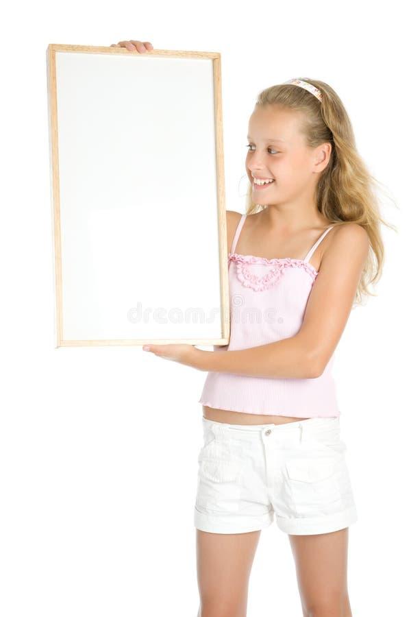 拿着空白年轻人的横幅女孩 免版税图库摄影