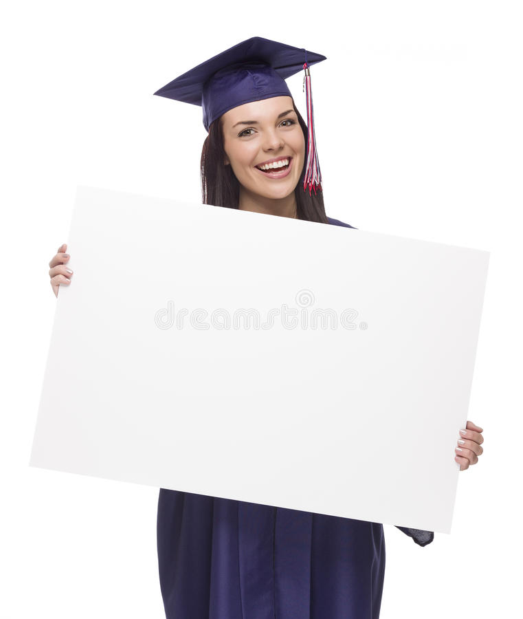 拿着空白的标志的方帽与长袍的女性毕业生 图库摄影