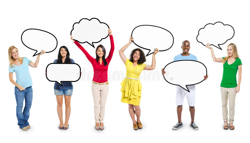 拿着空白的讲话泡影的不同种族的不同的人民 库存照片