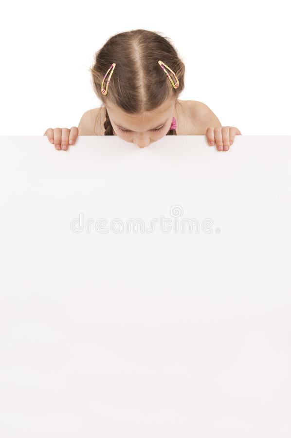拿着空的白板isolat的一个摆在的女孩的画象 库存照片