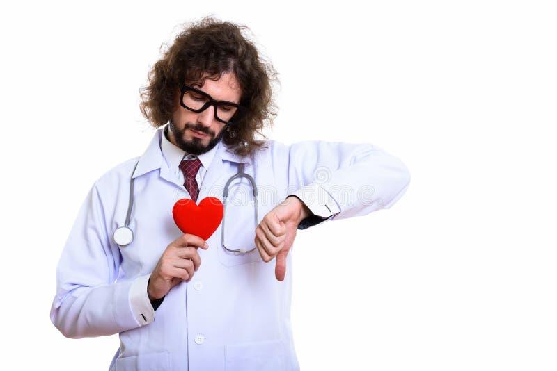 拿着红心的哀伤的人医生,当给拇指下来时 免版税库存图片