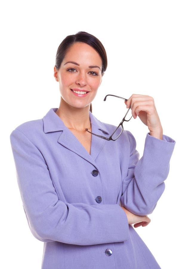 拿着纵向的有吸引力的女实业家玻璃 库存照片