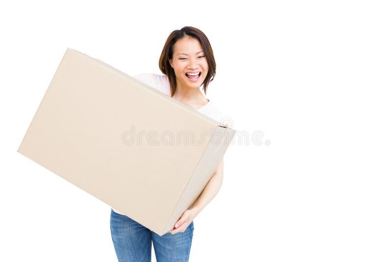 拿着纸板箱的少妇 库存图片