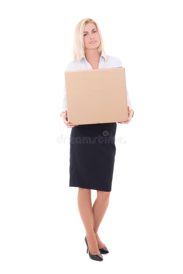 拿着纸板箱的年轻白肤金发的女商人被隔绝在whi 免版税库存照片