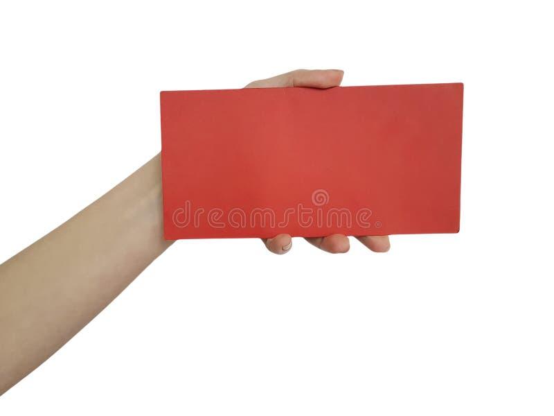 拿着纸的空白的红牌妇女手,隔绝在白色背景 库存照片