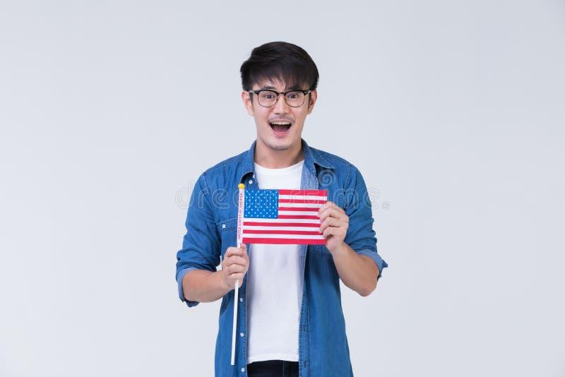 拿着美国国旗的Asain人 库存照片