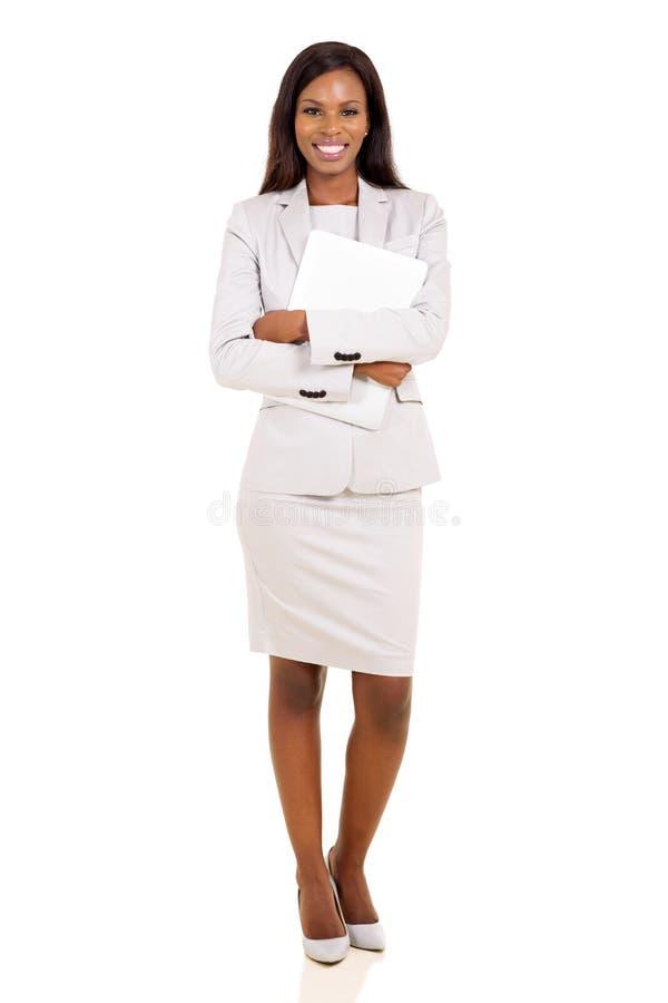 拿着膝上型计算机的女实业家 库存图片