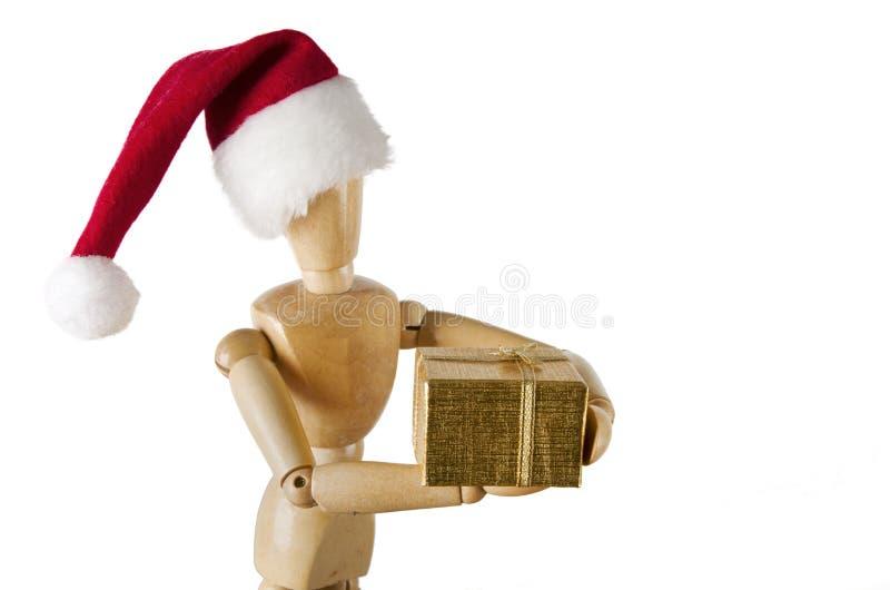 拿着节日礼物的木小雕象 免版税库存图片