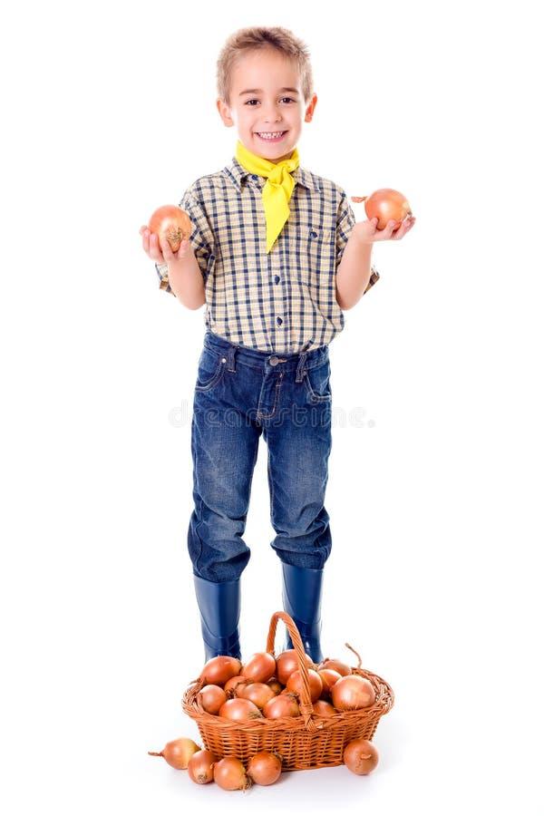 拿着葱的小农业学家 库存照片