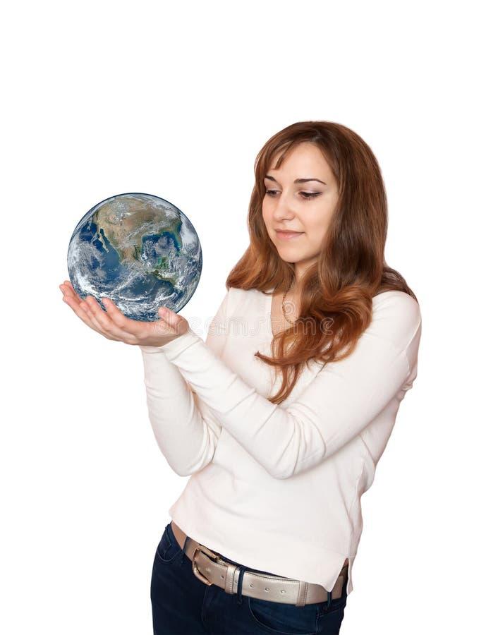 拿着行星地球的妇女。 库存图片