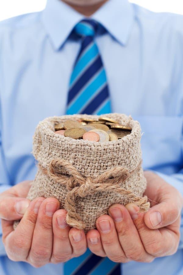 拿着袋子欧洲硬币的商人 库存照片