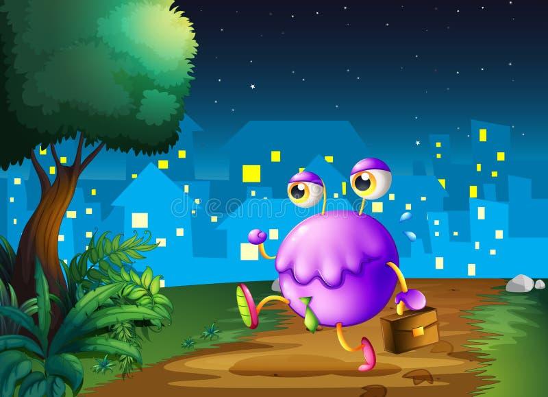 拿着袋子的一个紫色妖怪走在附近中间 免版税库存照片