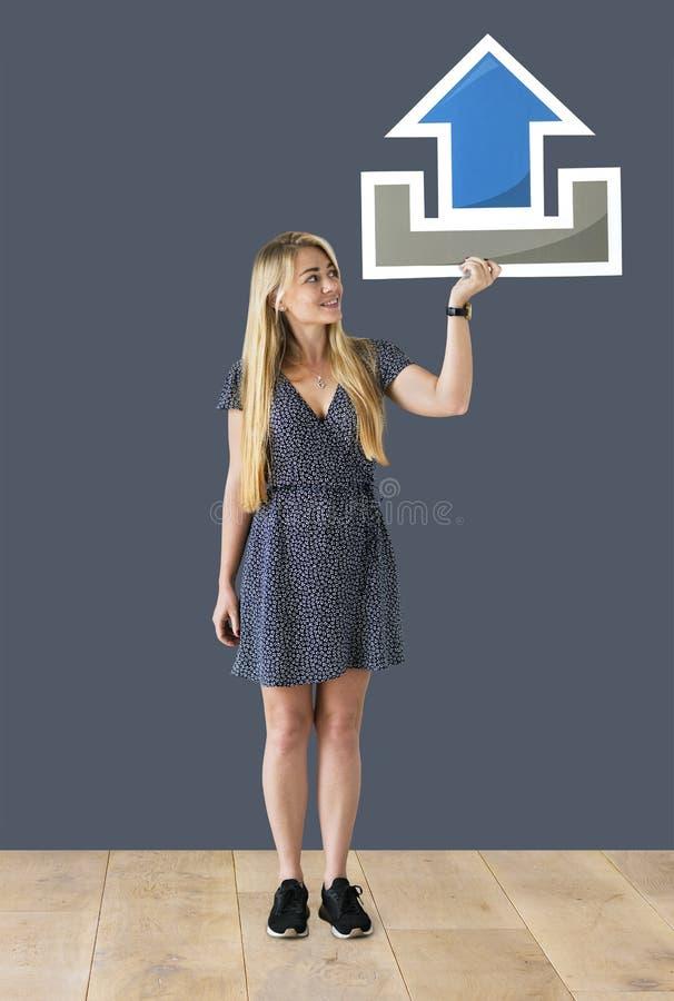 拿着讲话泡影象的快乐的妇女 免版税库存图片