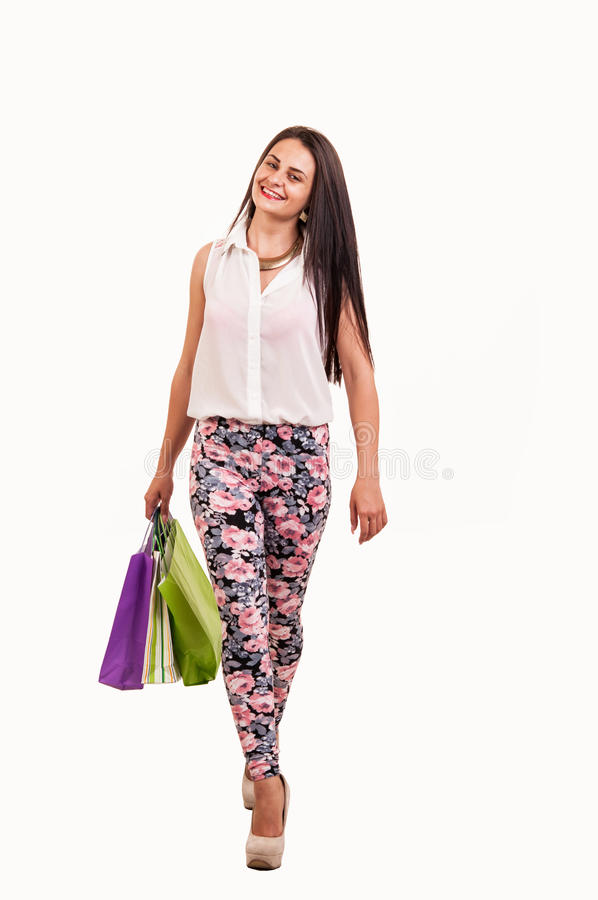 拿着许多购物袋的充分的身体的美丽的妇女被激发 免版税库存图片