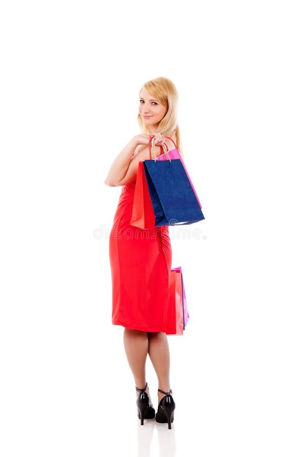 拿着购物微笑的妇女的袋子 免版税库存照片