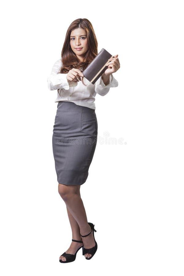 拿着钱包钱包的深色的女实业家 库存照片