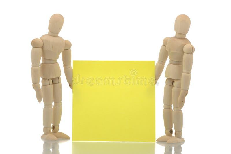 拿着附注的二个人体模型 免版税库存照片