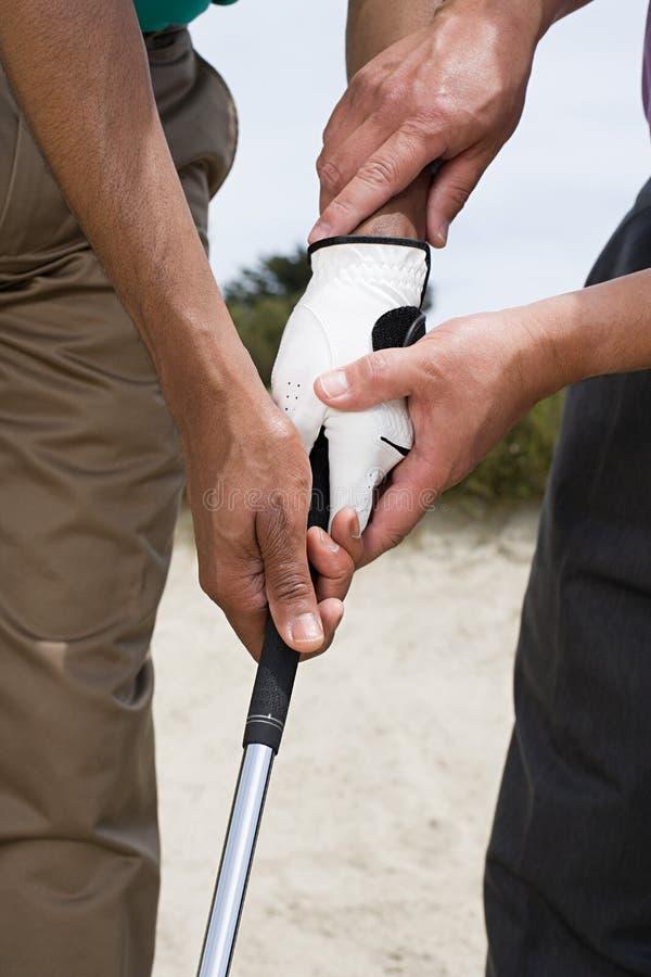 Download 拿着高尔夫俱乐部的两个人 库存图片. 图片 包括有 人们, 休闲, 户外, 路线, 协助, 绿色, 讲师 - 62533737