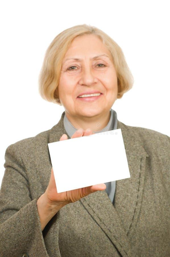 拿着高级妇女的看板卡 免版税库存照片