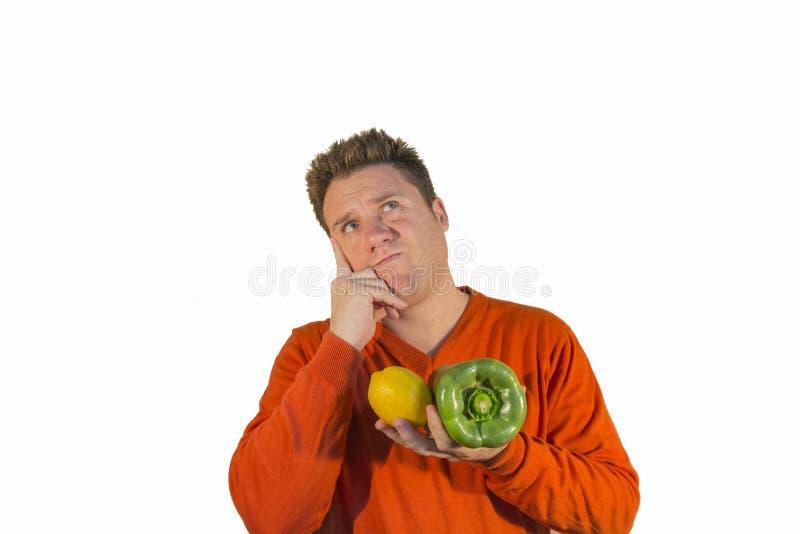 拿着水果和蔬菜的体贴的人 免版税库存图片