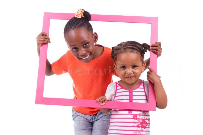 拿着画框的小非裔美国人的女孩 库存图片