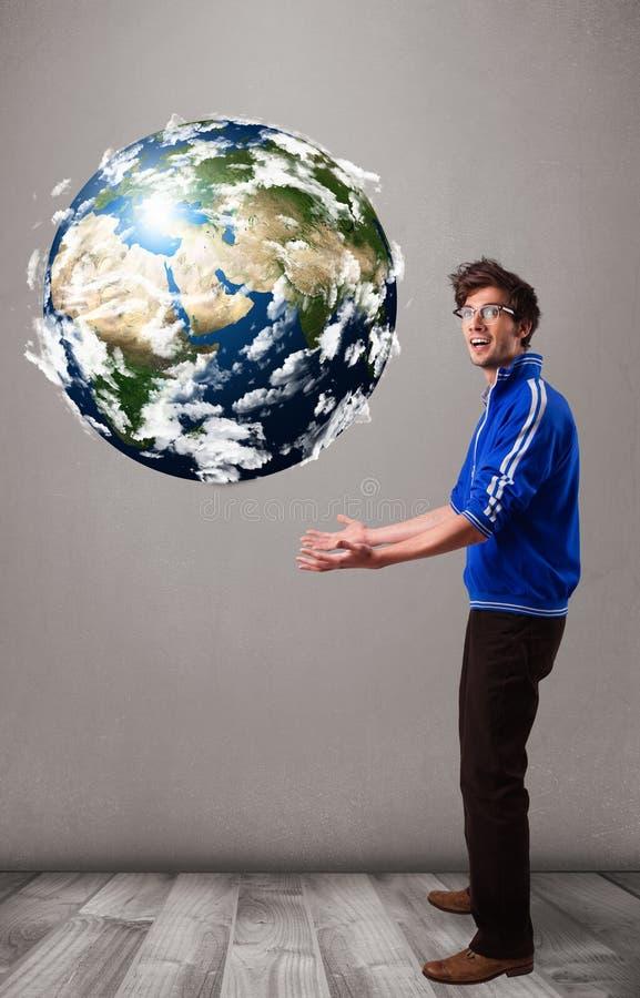 拿着3d行星地球的俊男 库存照片