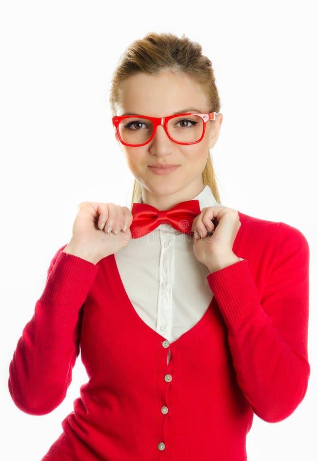 戴拿着bowtie的眼镜的妇女 免版税库存图片