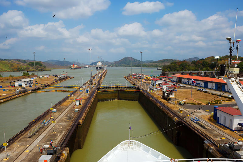 巴拿马运河的第一把锁从太平洋的 库存图片