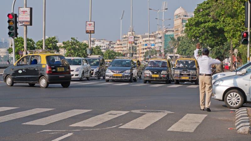 维持交通治安在孟买 免版税库存照片