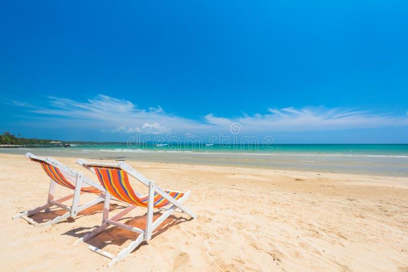 主持放松的海滩在美丽的异乎寻常的海滩 库存图片