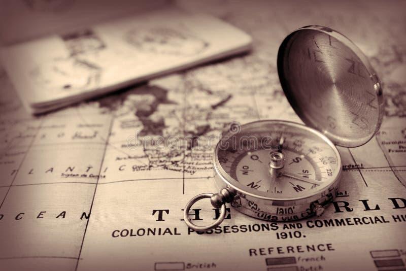 指南针和地图 库存图片