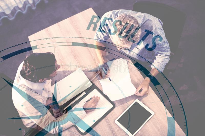 指南针的综合图象有结果文本的 图库摄影
