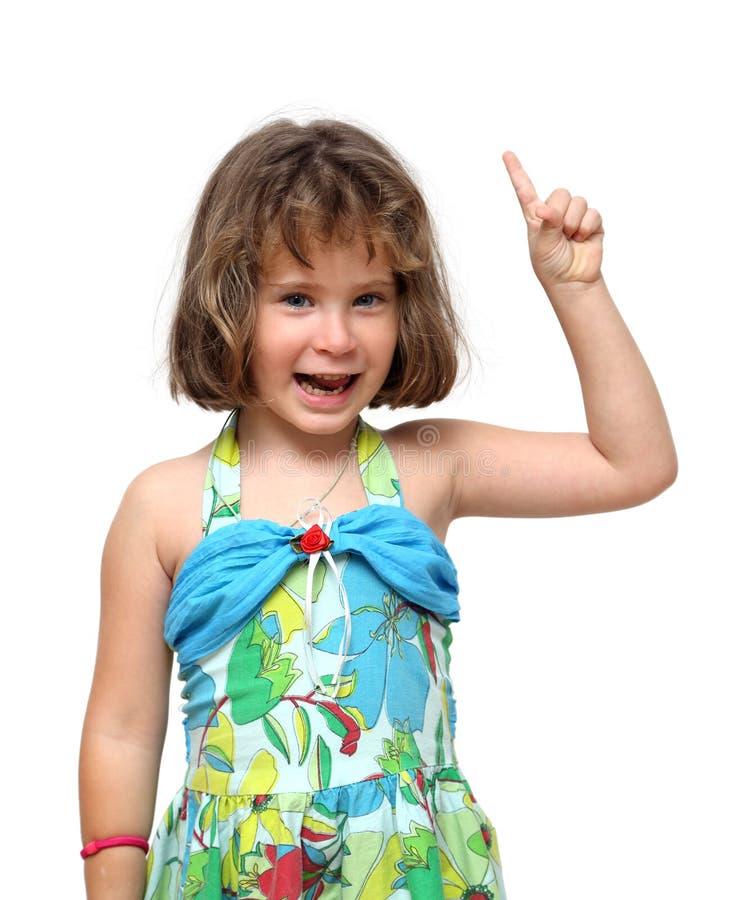 指向与手指的逗人喜爱的小女孩 免版税库存照片
